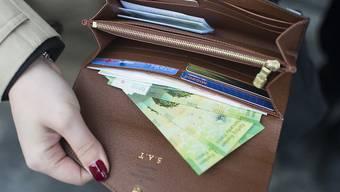Wer im Schwyzer Bezirk Höfe mit seinen Steueroasen wie Freienbach, Feusisberg oder Wollerau lebt, hat mehr als doppelt soviel Geld im Portemonnaie wie der Durchschnittsschweizer. (Archiv)