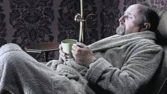 Wach Stunden vor Sonnenaufgang: Vielleicht helfen bald Hormontherapien gegen senile Bettflucht.