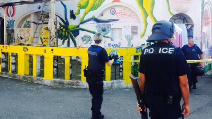 Um die Kundgebungsteilnehmer zurückzudrängen, setzte die Polizei zum Eigenschutz Gummischrot ein.