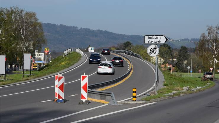 Kurz Gas geben ist nicht sinnvoll: Die Stadt Schlieren will die Geschwindigkeit über die Gaswerkbrücke wieder herabsetzen.