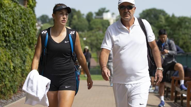 Ein eingespieltes Team: Belinda Bencic und Vater Ivan (Bild: Keystone).