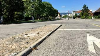 Auf der alten Badenerstrasse wird sich ein Grossteil des Schlierefäschts abspielen. SVP-Gemeinderat Hans-Ulrich Etter befürchtet, dass die Festbesucher über die Mittelinseln stolpern könnten.