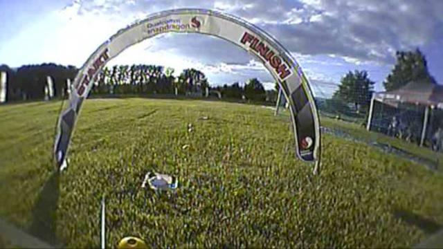 So sieht das Drohnenrennen aus Sicht eines Piloten aus.
