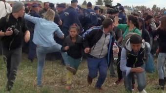 Die Kamerafrau hatte im September 2015 mit ihren Tritten gegen Flüchtlinge Empörung ausgelöst. (Archivbild)