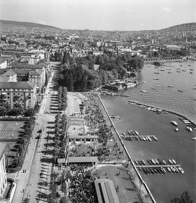 Schöne Aussichten: Eine Aufnahme aus der Seilschwebebahn über den Zürichsee an der Schweizerischen Landesausstellung 1939.