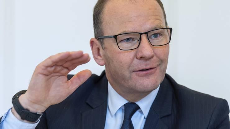 Der Kanton Genf erwartet 2020 ein Defizit von 590 Millionen Franken. Im Bild der Genfer Finanzdirektor Serge Dal Busco. (Archiv)