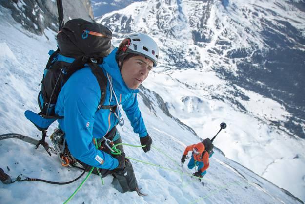 Die beiden Mammut Pro Alpinisten Dani Arnold (links) und Stephan Siegrist (rechts) bei der 360° Dokumentation der Eiger Nordwand.
