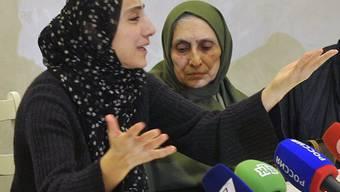 Die Mutter (l.) will ihren toten Sohn nach Hause holen (Archiv)