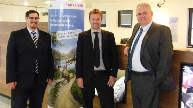 Präsentieren den Halbjahresabschluss 2014 (v.l.): Arnold Merz (Mümliswil-Ramiswil/ Holderbank), Tom Schär (Dünnerntal) und Franz Koch (Balsthal-Laupersdorf und Präsident des Bezirksverbandes der Thaler Raiffeisenbanken.