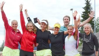 Die Frauen des TC Zofingen bejubeln den Aufstieg.