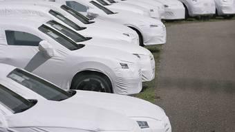Neuwagen rollen ungebremst in die Schweiz: Allein im November wurden 1,3 Prozent mehr neue Autos eingelöst als noch im Vorjahresmonat. (Themenbild)