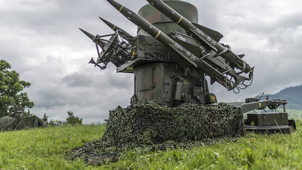 Die Schweiz hat dieses Jahr bisher weniger Kriegsmaterial exportiert. Im Bild Boden-Luftraketen der Schweizer Armee (Symbolbild).