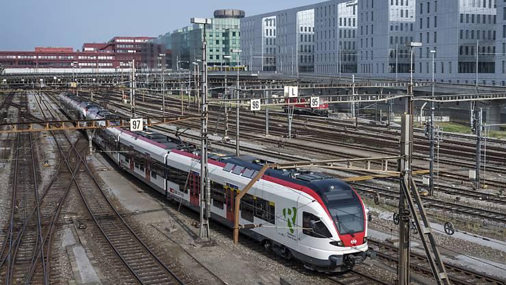 Der Bahnverkehr mit Personen und Gütern ist im zweiten Quartal leicht gewachsen. (Archiv)