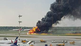 Ein Flugzeug der russischen Fluggesellschaft Aeroflot hat Feuer gefangen und musste kurz nach dem Start nach Moskau zurückkehren.
