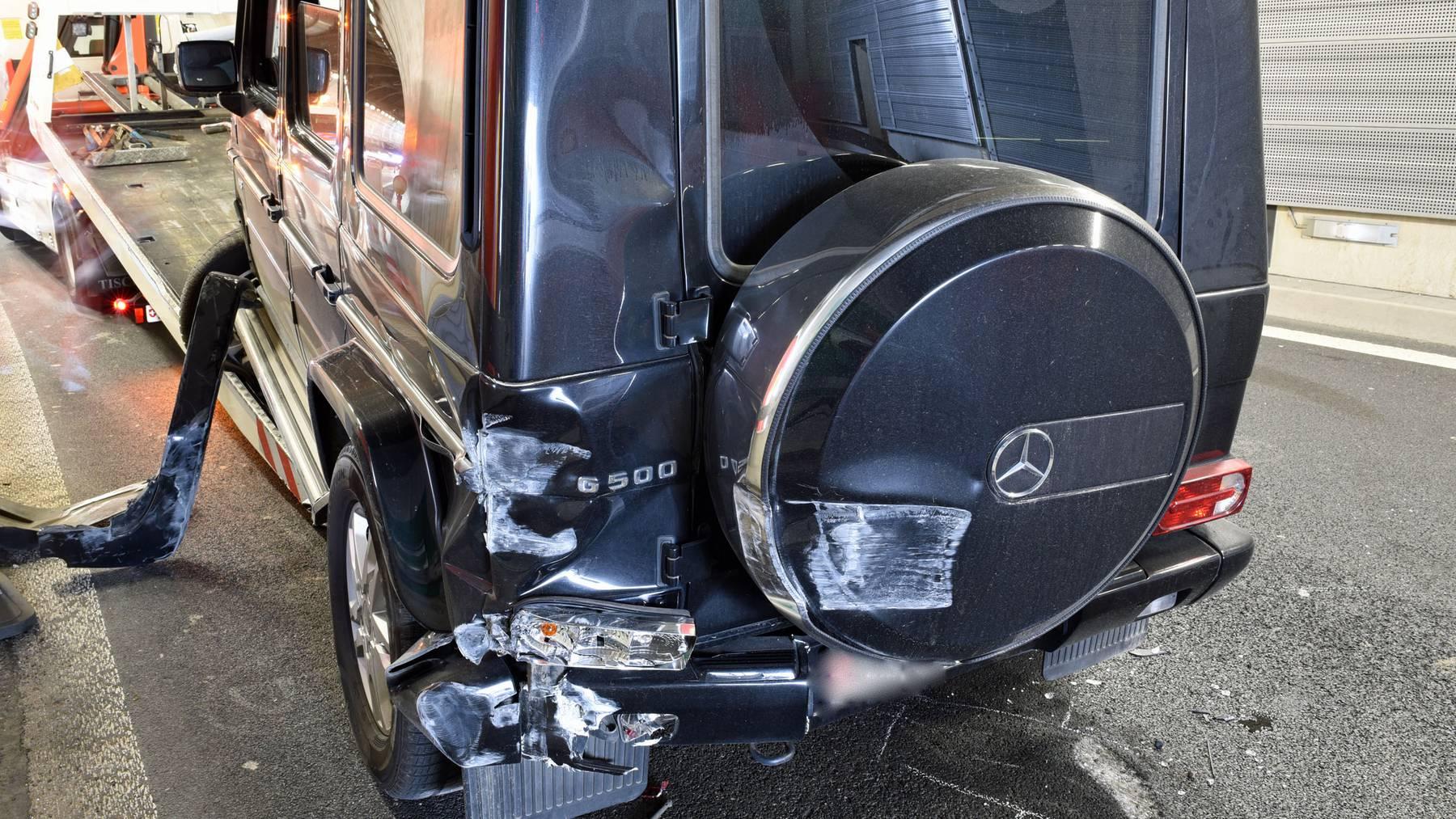 Der Wagen musste nach dem Unfall abgeschleppt werden.