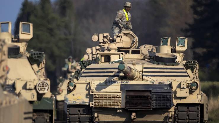 Abrams-Panzer (hier ein Bild von einem Einsatz in Litauen) sollen die Ölfelder vor dem IS schützen.