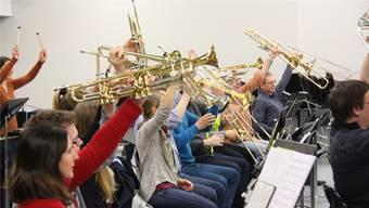 Hoch die Posaunen! Die Stadtmusik probt das Schlussbild für das Konzert am Samstag.