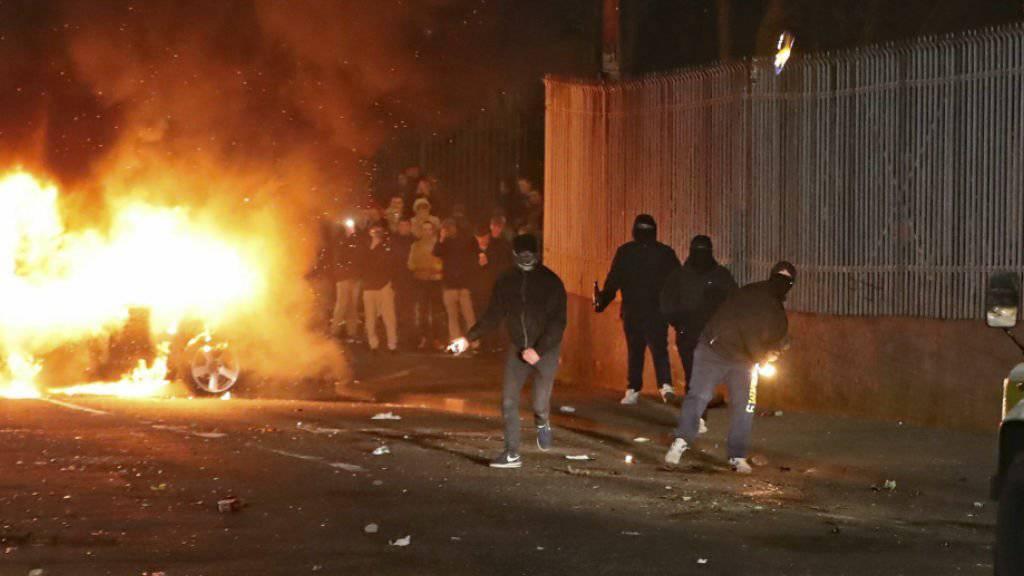 In Londonderry ist es in der Nacht auf Freitag zu Unruhen gekommen.