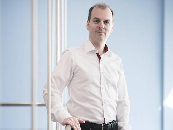 Online-Handelspionier Roland Brack im Competec-Logistikzentrum in Willisau.