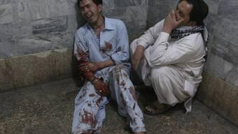 Angehörige trauern um ein Opfer des Anschlags