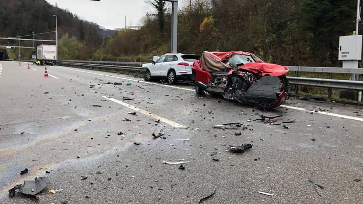 Das vollkommen zerstörte Unfallauto.