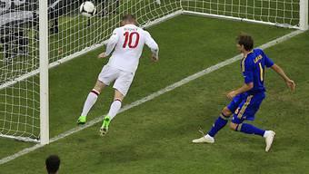 Wayne Rooney trifft per Kopf zum 1:0 für England