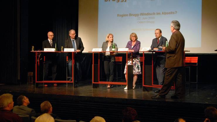 Eine Prominent besetzte Gesprächsrunde: Markus Leimbacher, Richard Fischer, Brigitte Schnyder, Silvia Kistler, Peter C. Beyeler und Werner Fässler (von links) diskutieren über die Zukunftschancen der Region Brugg-Windisch.