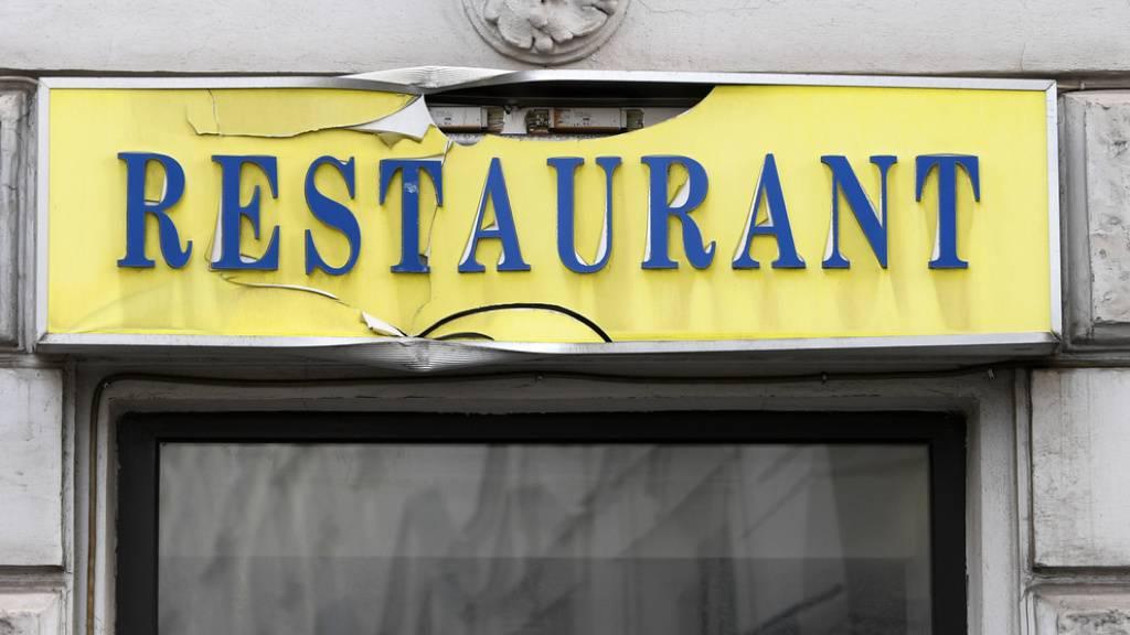 Restaurants, die als Betriebskantinen dienen, dürfen unter der Woche zwischen 11 und 14 Uhr öffnen. Zugang haben ausschliesslich Berufsleute.