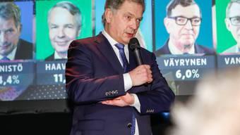 Liegt bereits nach Auszählung der Hälfte der Stimmen weit vor dem Zweitplatzierten: Der finnische Präsident Niinistö.