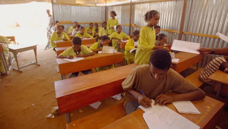 Rund 2000 Jugendliche und junge Erwachsene konnten dank von der Schweiz unterstützten Projekten von verbesserter Ausbildung profitieren (Symbolbild).