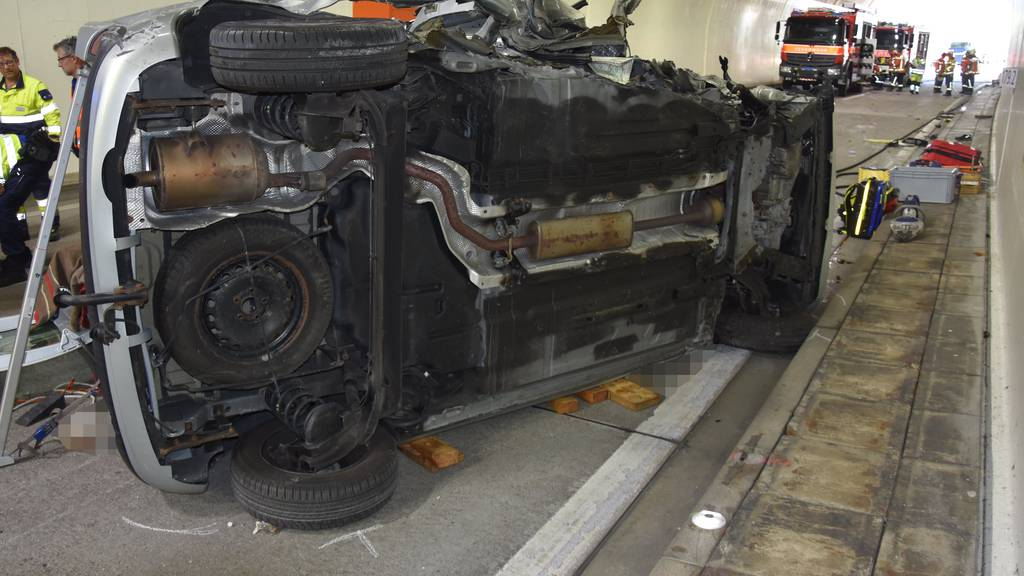 Heftiger Unfall auf A3: Mann tot, Frau schwer verletzt