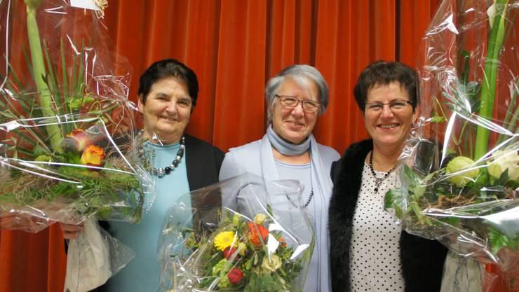 v.l. Greti Bütikofer, Ehrenmitglied; Margrith Lang, Eidg. Ehrenveteranin; Rita Mosimann, Ehrenmitglied