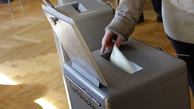 Abstimmung an der Urne (Archiv)