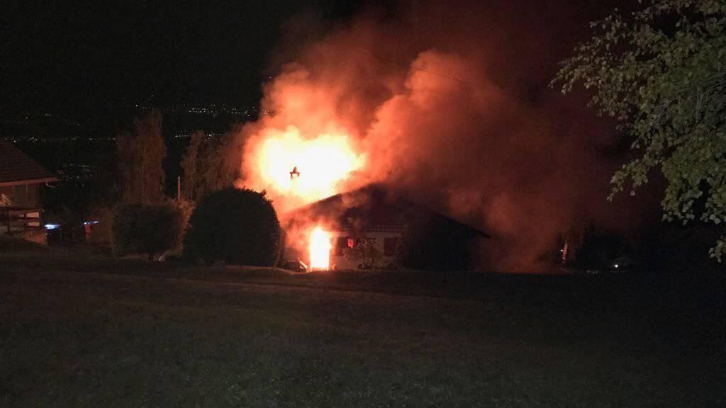 Bei einem Chaletbrand in Vercorin VS ist in der Nacht auf Sonntag eine Person ums Leben gekommen.