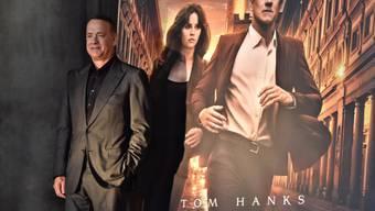 """Tom Hanks am Donnerstag in Florenz vor dem Plakat zur neuesten Dan-Brown-Verfilmung """"Inferno""""."""