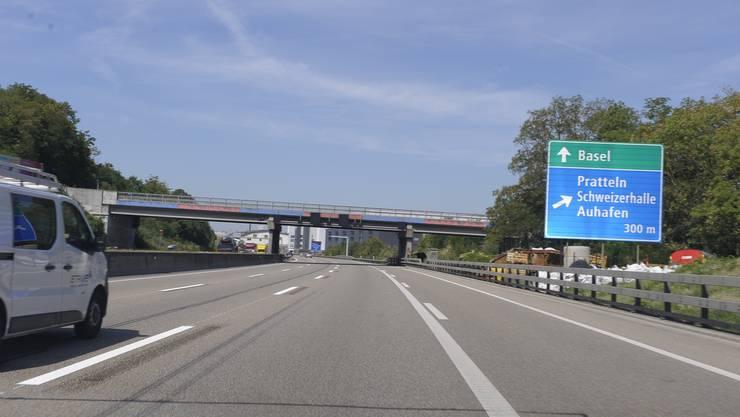 Der 43-Jährige war auf der Autobahn A2 in Richtung Basel unterwegs, als er bei der Ausfahrt Pratteln die Herrschaft über sein Auto verlor. (Archiv)