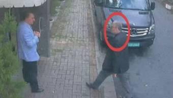 Jamal Khashoggi, als er das saudische Konsulat betritt – wenig später wird er umgebracht.