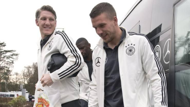 Das war noch vor dem Training und der neuerlichen Knieverletzung: Bastian Schweinsteiger (links) am Dienstag in Berlin