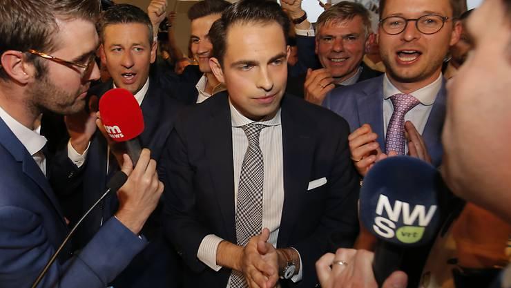 Konnte bei den Parlamentswahlen in Belgien stark zulegen: die rechtsextreme Vlaams Belang mit dem Parteivorsitzenden Tom Van Grieken.