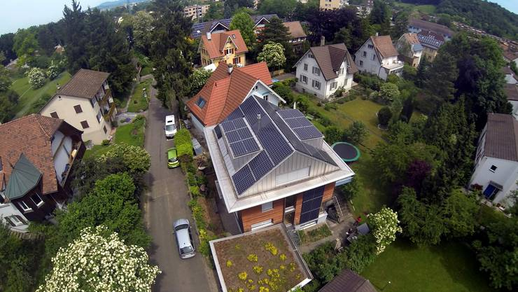 Seit den 80er-Jahren debattiert die Schweiz deshalb regelmässig über einen Systemwechsel bei der Besteuerung von Wohneigentum.