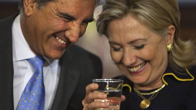 Shah Mehmood Qureshi und Hillary Clinton