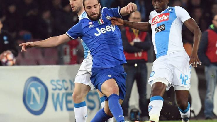 Zwei Tore gegen seinen Ex-Klub: Juventus-Stürmer Gonzalo Higuain (li.)