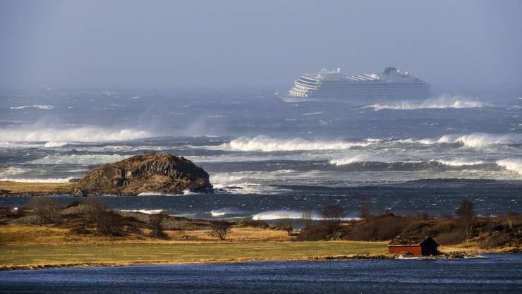 Das Kreuzfahrtsschiffs «Viking Sky» treibt auf die Küste zu.
