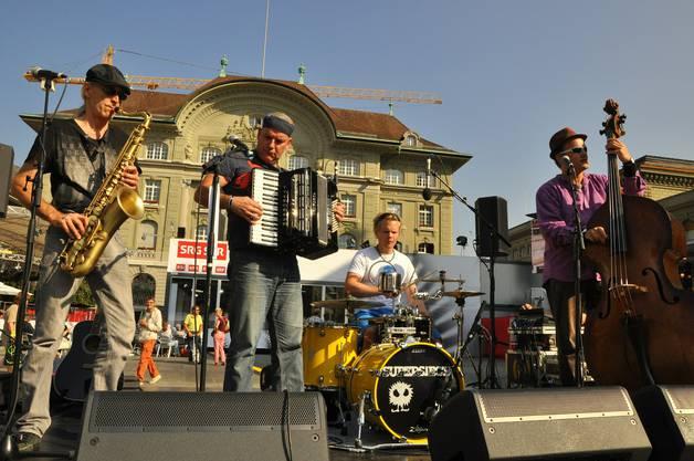 Musikalisches Solothurner Highlight auf dem Bundesplatz Supersiech mit Frontmann Dülü Dubach sorgen für gute Laune
