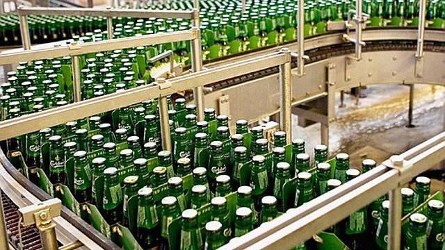 Die Getränkelieferungen von Carlsberg sind wegen Streiks behindert (Archiv)