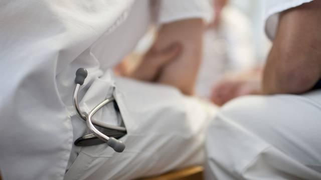 Die Räte sind sich einig: Der Ärztemangel muss bekämpft werden (Symbolbild)