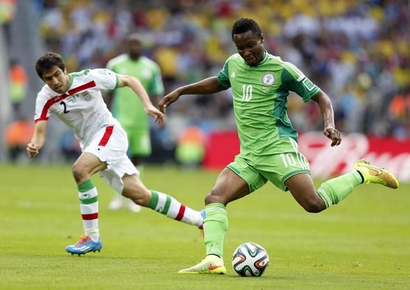 John Obi Mikel von Nigeria (rechts) sucht den Abschluss.