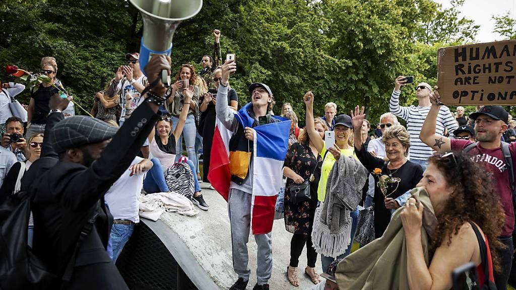 Unruhen bei Protesten gegen Corona-Massnahmen in Den Haag