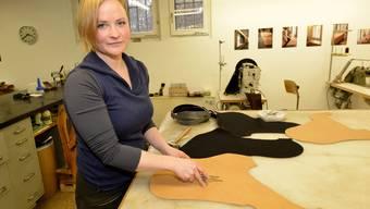 Altes Handwerk, neu entdeckt: Anna Miest überschreitet für die Sattlerei Grenzen.