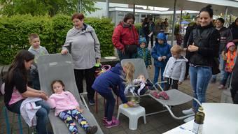 Einmal Handpflege, bitte: Auf dem Schulareal in Merenschwand konnte man gestern den Nachmittag auf angenehme Weise verbringen.